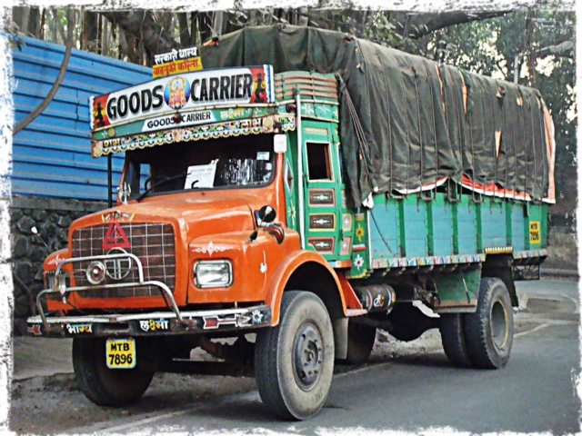 Färggrann lastbil
