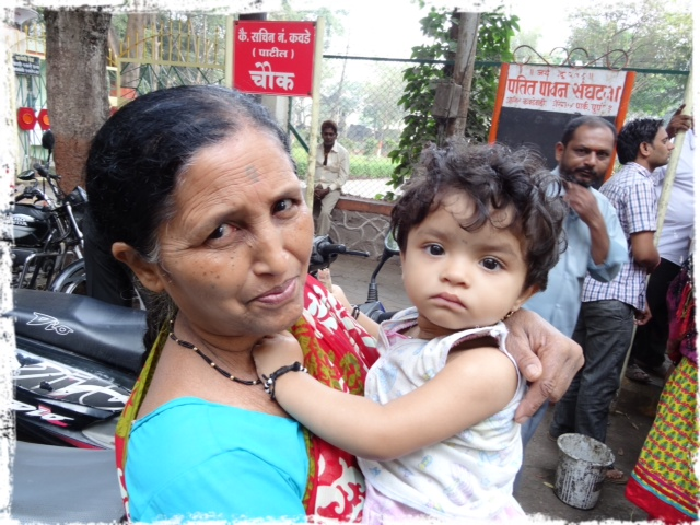 Kvinna med barnbarn
