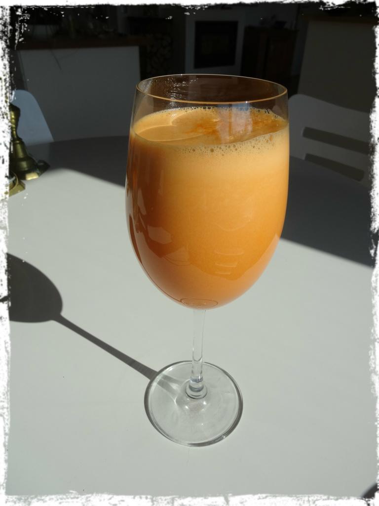 Juice av morötter, äpplen och ingefära
