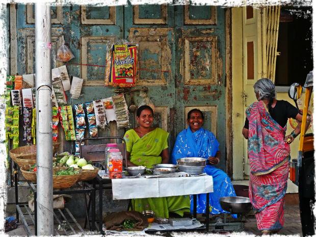 Glada affärskvinnor L