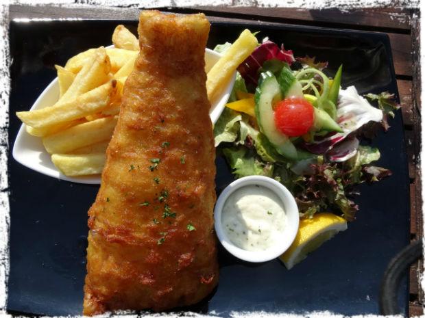 Passar på att äta en äkta fish and chips på Irland vid havet innan jag åkte hem. Jag måste erkänna att det var supergott. :)