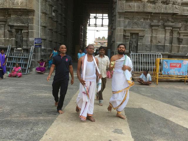 Präster vid templet L